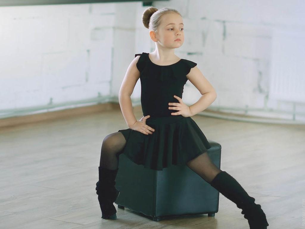 Kelas Balet (Grup) oleh Jaya Suprana School