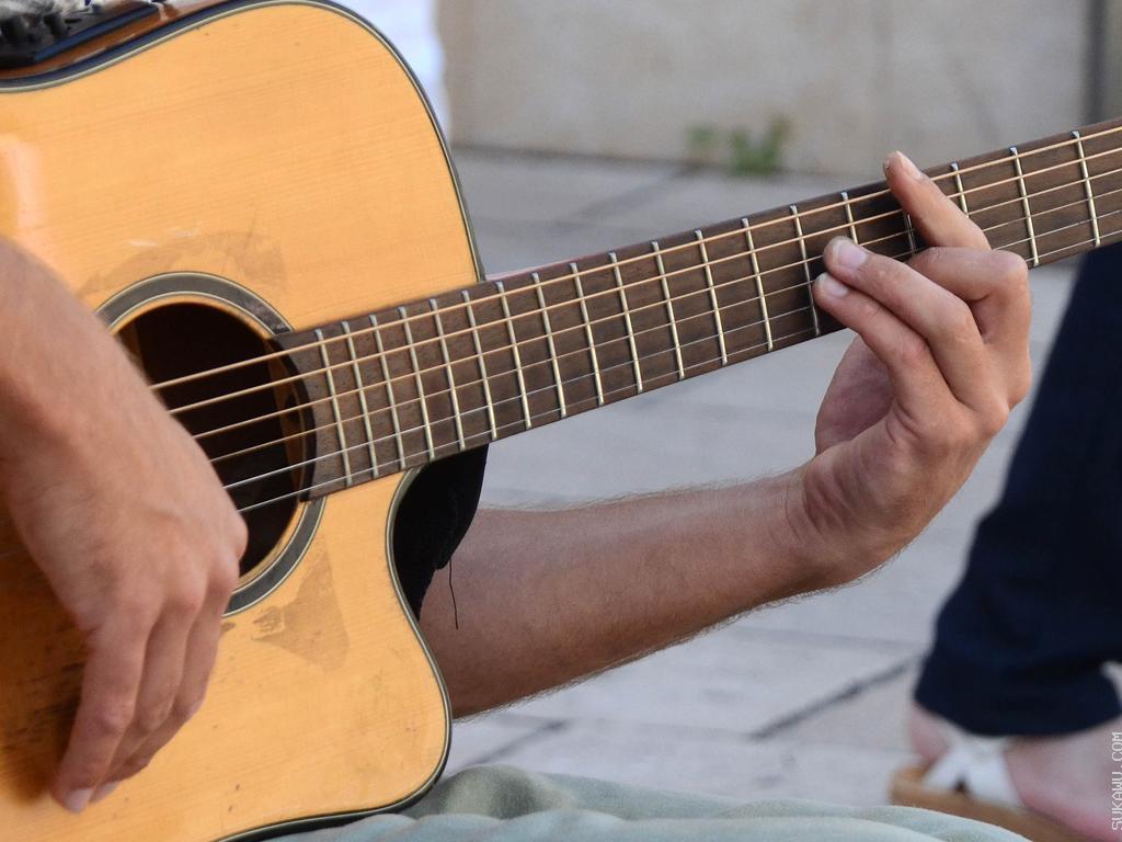 Belajar Gitar Akustik: Instan & Menyenangkan