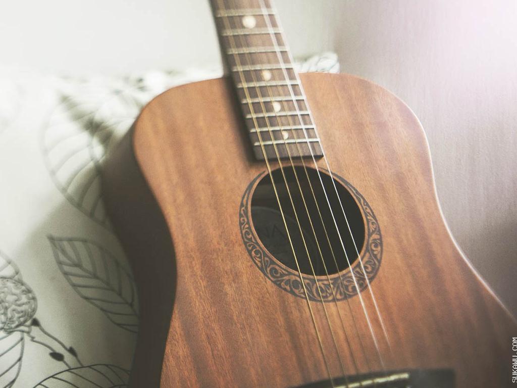 Belajar Gitar Akustik untuk Semua Tingkatan
