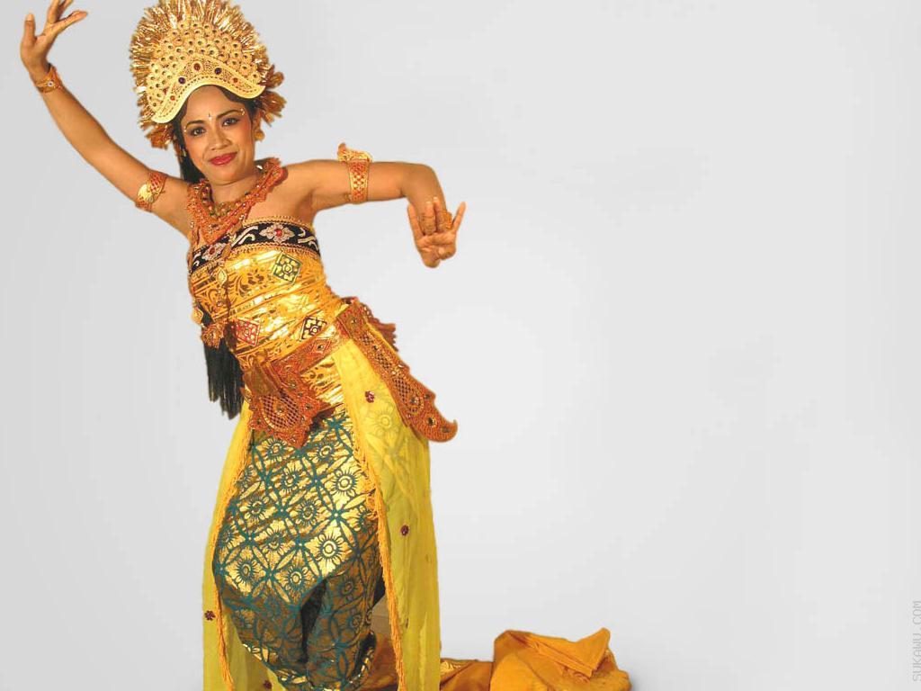 Belajar Seni Tari Bali Selama 3 Bulan