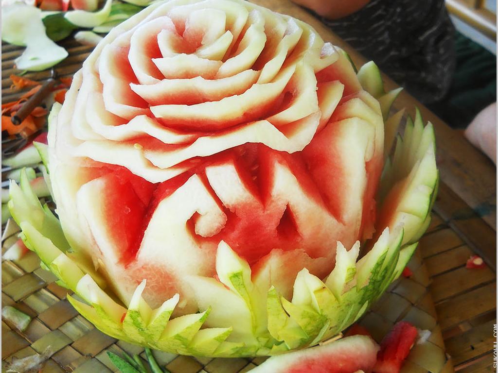 Belajar Seni Mengukir Buah untuk Dekorasi Makanan