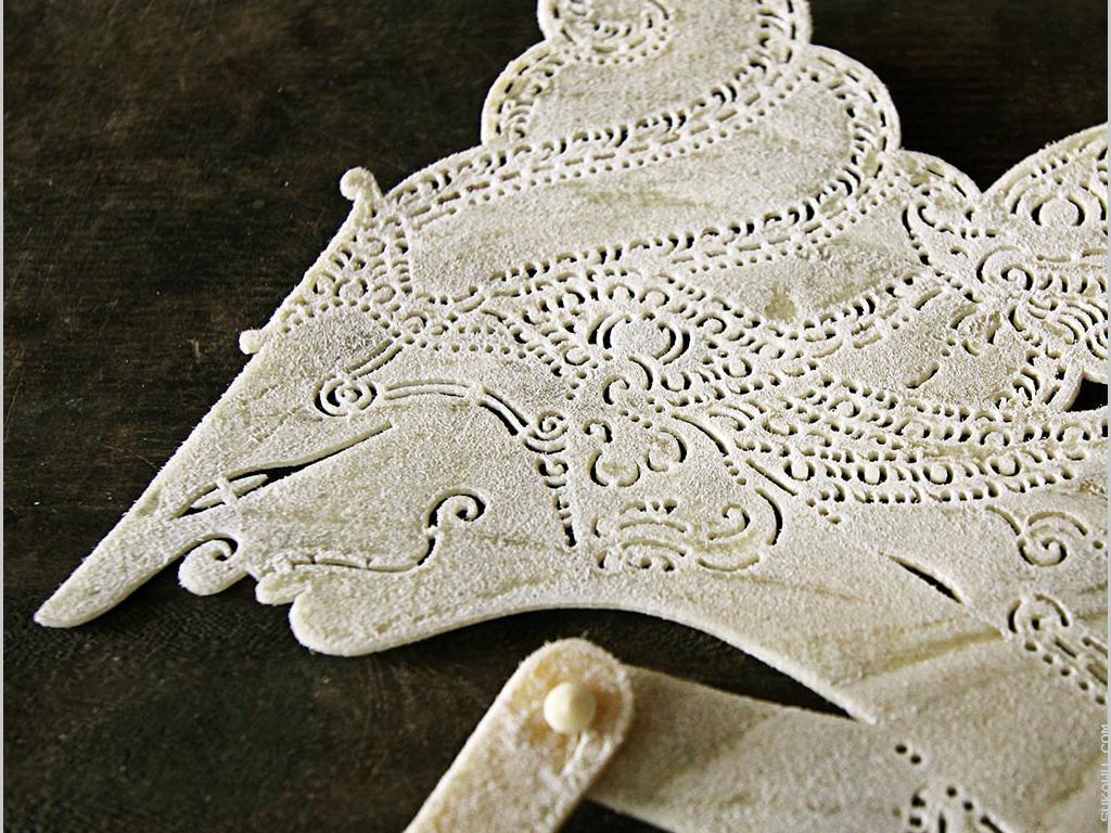 Membuat Wayang Kulit Tradisional Khas Bali